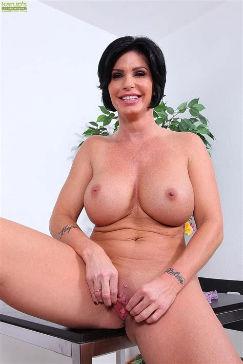 shay fox strip and pleasure her muff hole busty vixen