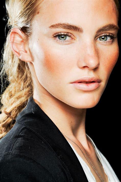 peachy blush  makeup tips  blondes makeup