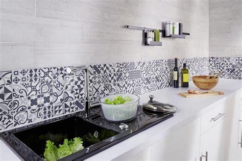 carrelage mural mosaique cuisine des cr 233 dences qui mettent en valeur la cuisine