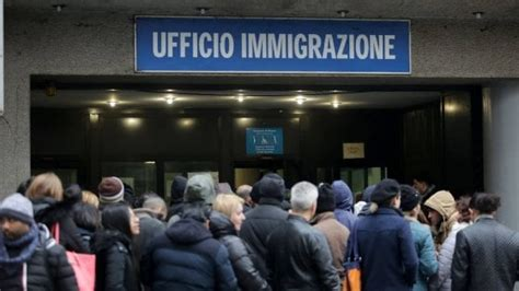 ufficio di immigrazione permesso di soggiorno soldi in cambio di permessi di soggiorno preso un