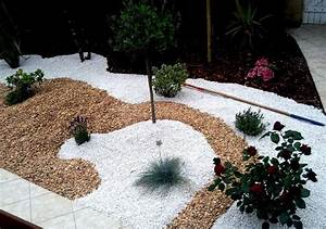 91 best parterre avec cailloux images on pinterest small With allee de jardin en cailloux 7 creation massif arbustif avec paillage pouzzolane
