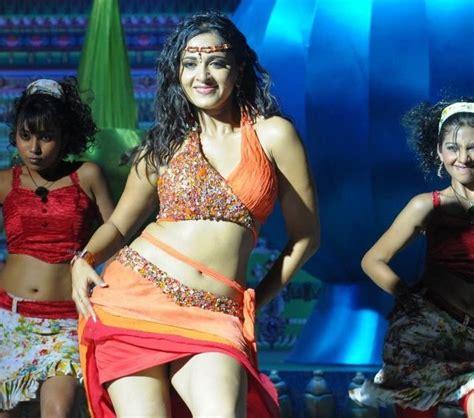 bollywood actress anushka shettys thighs toned  hot