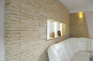 parement pierre avec plaquettes de pierre naturelle ou