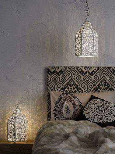 chambre style marocain tête de lit style marocaine tissu noir et beige doré