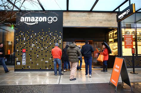 amazon  chicago cashierless convenience store opens