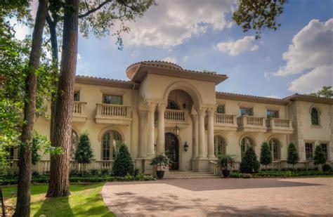 Mediterranean Mansion In Houston, Tx With Amazing Foyer
