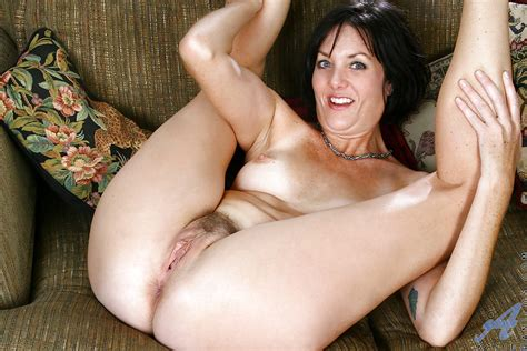Heated Brunette Mature Spreading And Rubbing Her Shapely