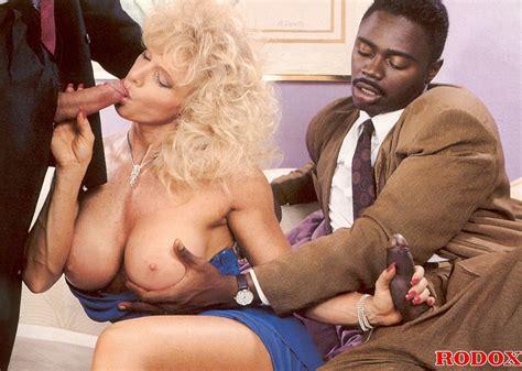 Horny Retro Interracial Threesome Girl Screwing Hardcore
