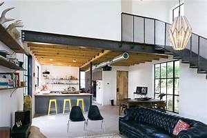 magnifique decoration d39une grange avec un style industriel With deco maison avec poutre 14 escalier poutre centrale mezzanine moderne escalier