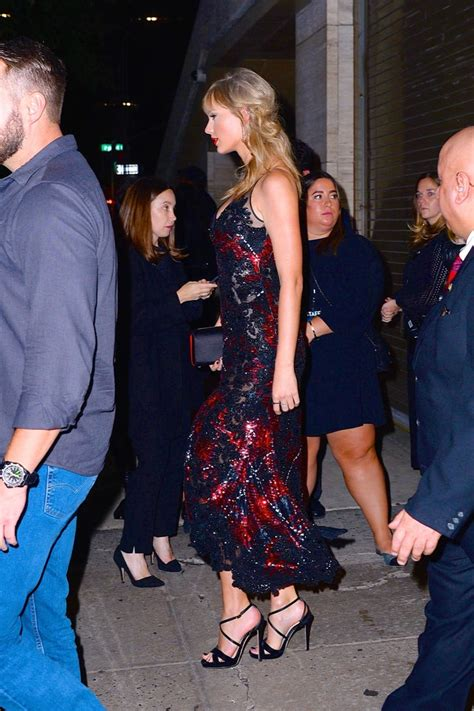 Taylor Swift's Dress at The Favourite Showing With Joe ...