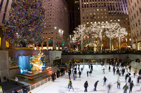 when is the christmas tree lighting nyc rockefeller center new york sightseeing