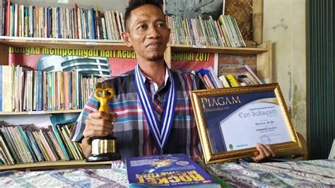 Bahkan pelaku masih tetap tugas di pemerintahan kabupaten tegal sedangkan duwi guru honorer. Istiqomah Berjuang di Bidang Literasi, Guru Honorer SMPN 2 ...
