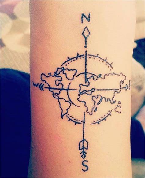tatouage femme fleche boussole   idees acidcruetattoo