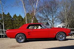 1967 Ford Mustang 351 Auto Restomod Cherry Red - Muscle Car