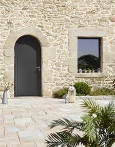 installation d39une porte d39entree aluminium gris With porte de garage enroulable avec porte paliã re blindée