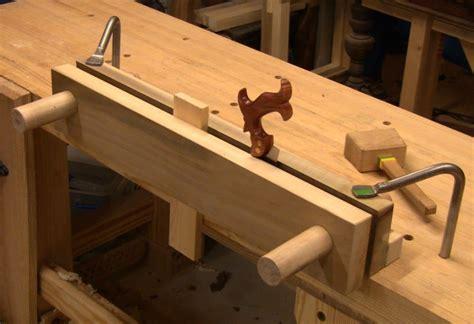 close grain building  moxon double screw vise