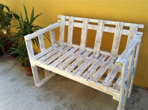 divanetto legno il divanetto per esterni in stile shabby cose di casa