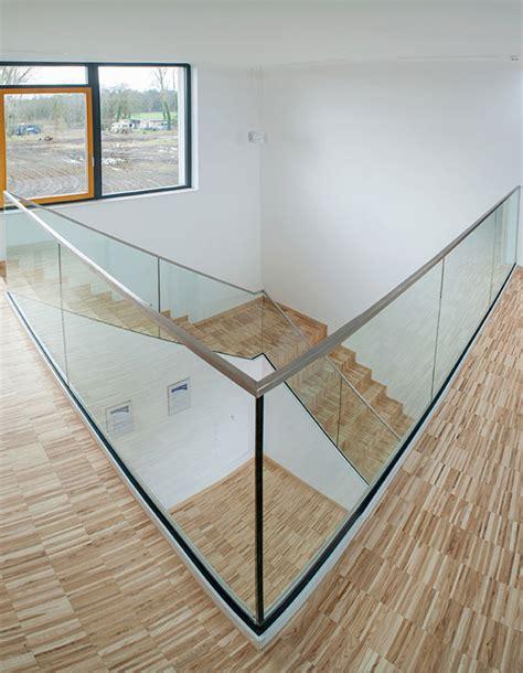 treppengeländer aus glas treppengel 228 nder und br 252 stung aus glas plickert glaserei betriebe gmbh berlin
