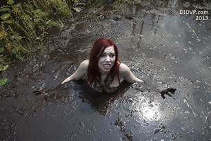 girls sinking in quicksand cheek bone labeled 痞客邦