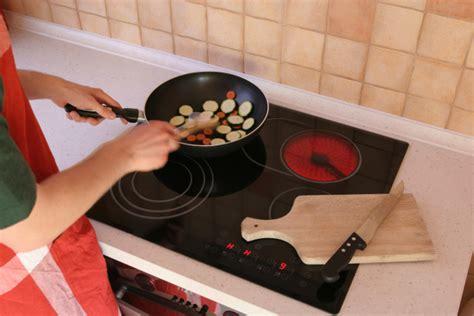plaques cuisine dimension d 39 une plaque de cuisson ooreka