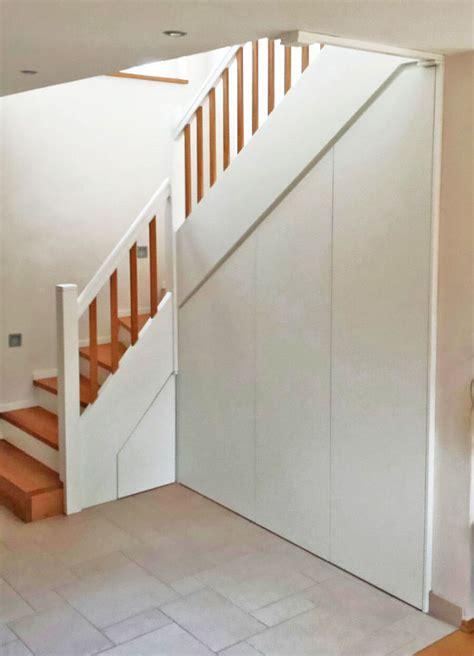 Holztreppe Mit Treppenunterbau