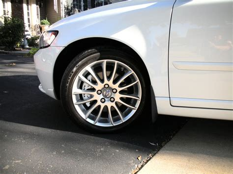 volvo    white caliper paint applied   front