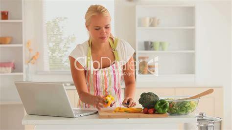 Modernen Hausfrau by Moderne Hausfrau Lizenzfreie Stock Und