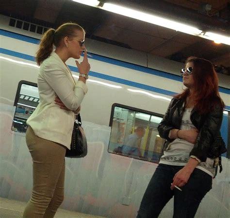 red002 | 2 girls smoking att the train station | Anci | Flickr