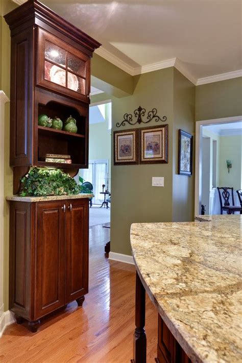 Kitchen Wall Color Ideas With Cherry Cabinets by 25 Best Ideas About Cherry Cabinets On Cherry