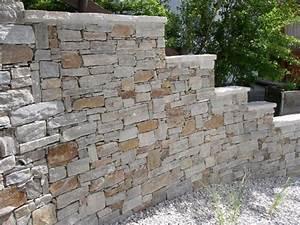 Steinmauer Garten Sichtschutz Gartenmauer Mit Sitzecke Steinmauer