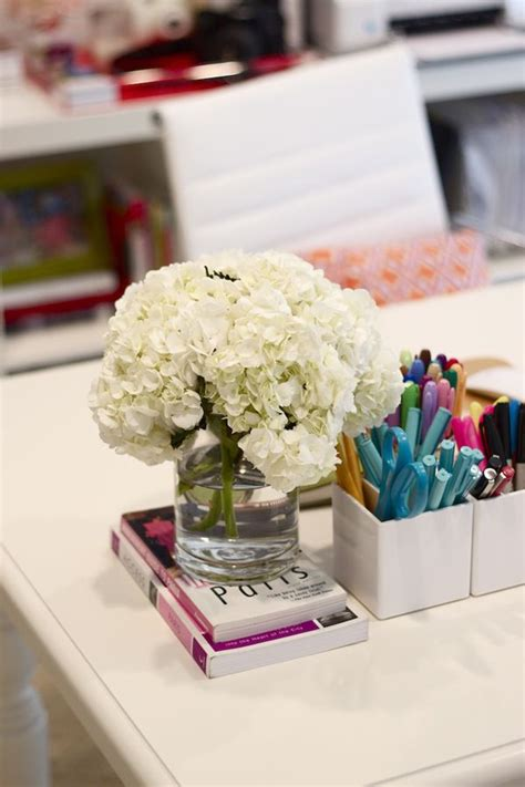 Office Desk Flowers by 15 Different Ways To Display Fresh Flowers Throughout Your