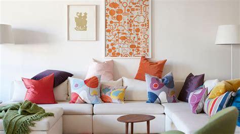 faire des coussins pour canape conseil deco couleur salon mettre couleur dans maison