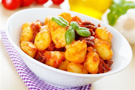 comment cuisiner des quenelles nature les quenelles à la sauce tomate et olives maison malartre