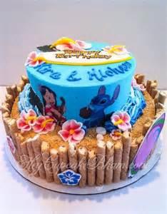 hawaiian themed wedding cakes some cool lilo stitch themed cakes lilo stitch cakes