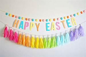 Easter Craft: DIY Egg Garland - diycandy com