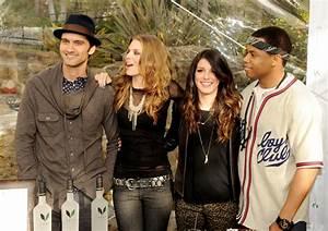 AnnaLynne McCord and Shenae Grimes Photos Photos - '90210 ...
