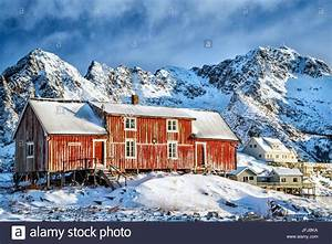 Haus Fjord Norwegen Kaufen : typischen roten haus der lofoten inseln henningsv r norwegen europa stockfoto bild ~ Eleganceandgraceweddings.com Haus und Dekorationen
