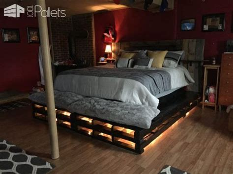Diy Barnwood Headboard by Best 25 Pallet Bed Frames Ideas On Pinterest