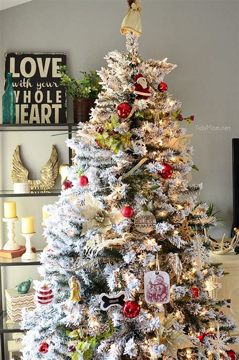 decorated flocked christmas tree at tidymomnet ogt