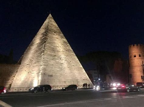 Illuminazione A Led Roma Roma Nuova Illuminazione A Led Dal Palatino Alla Piramide