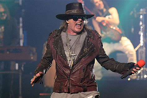 axl rose greatest singer axl rose denies being the world s greatest singer