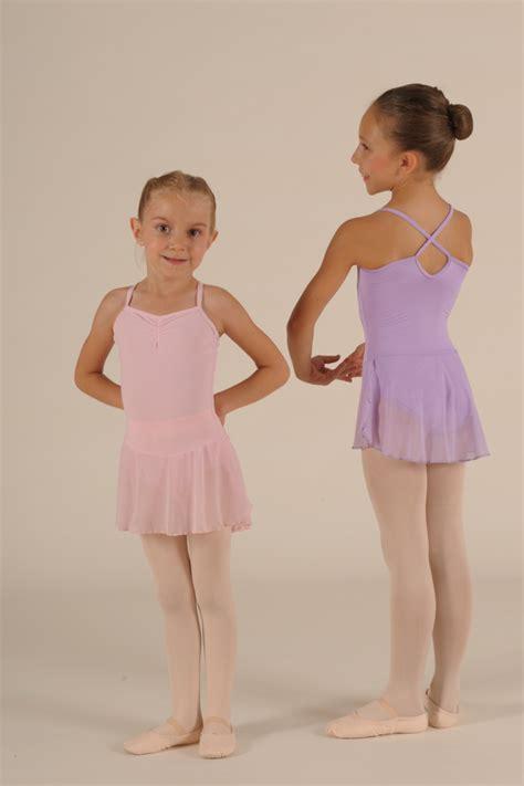 tenue danse moderne fille comment choisir sa tenue de danse classique