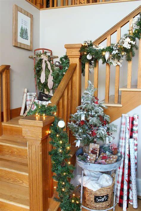 ideas como decorar las escaleras de casa  navidad