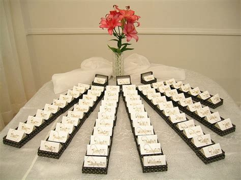 wedding table gifts  guests wedding gifts  guests