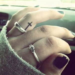 31 Cool Inner Finger Tattoos to Inspire You - Sortra