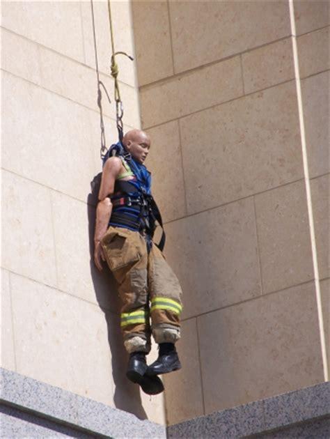 Neck Hanging Dompet hanging mannequin prompts 911 calls news palo