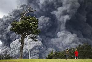 Surreal Images Of Golfers Playing In Front Of Errupting ...