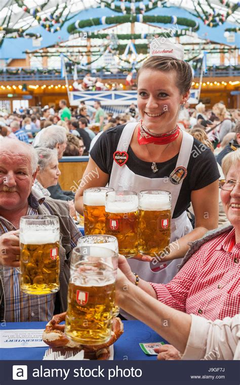 Beside a state profile, this page offers links to sources that provide you with information about this bundesland, e.g.: Deutschland, Bayern, München, Oktoberfest, Bedienung am Tisch Stockfoto, Bild: 143578054 - Alamy