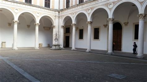 Cortile Palazzo Ducale Urbino by Colonnato Cortile Picture Of Palazzo Ducale Urbino