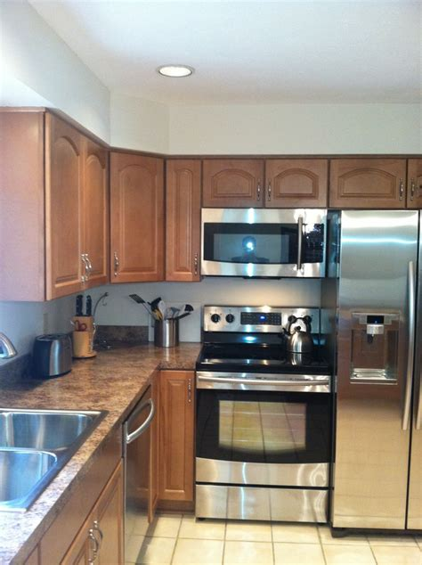 stainless steel  black appliances  waypoint maple